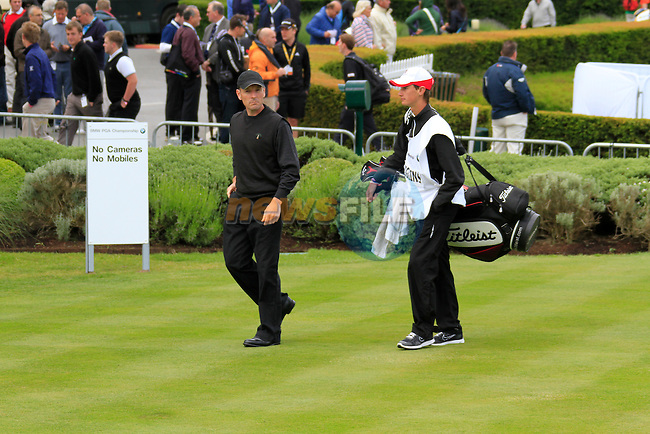 David Higgins (IRL) arrives on the 1st tee to start his round on Day 2 of the BMW PGA Championship Championship at, Wentworth Club, Surrey, England, 27th May 2011. (Photo Eoin Clarke/Golffile 2011)