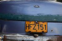 cuba l'avana targa di una vecchia automobile Ford