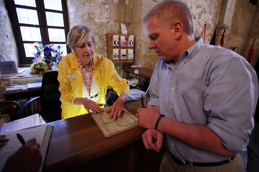 Television and radio host Glenn Beck, right, speaks with Daughters of the Republic of Texas official Pam Bickerton, Wednesday, April 15, 2009, at the Alamo in San Antonio. (Darren Abate/pressphotointl.com)