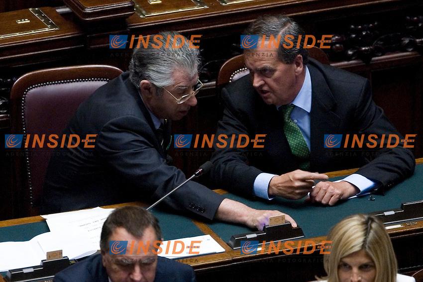VOTO SULLA MANOVRA ECOMONICA ALLA CAMERA DEI DEPUTATI..IL MINISTRO PER LE RIFORME UMBERTO BOSSI E IL MINISTRO PER LA SEMPLIFICAZIONE ROBERTO CALDEROLI..ROMA 15 LUGLIO  2011..PHOTO  SERENA CREMASCHI INSIDEFOTO..............................