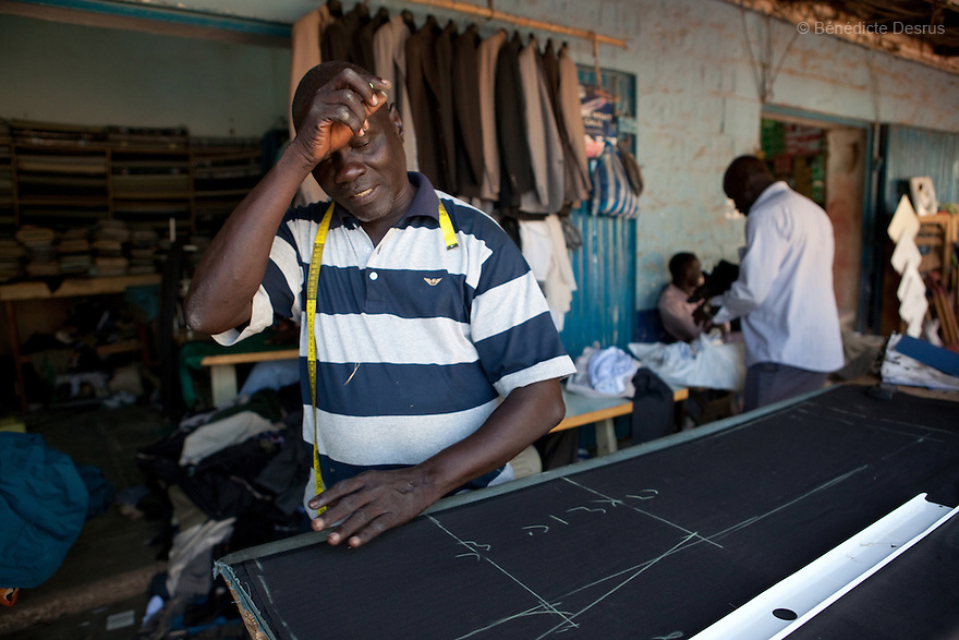 11 januay 2011 - Juba, South Sudan - A Southern sudanese tailor works as ballots are counted following a weeklong independence referendum in Juba, the capital of Southern Sudan. Photo credit: Benedicte Desrus / Sipa Press
