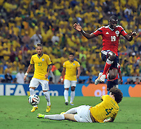 FORTALEZA - BRASIL -04-07-2014. Adrian Ramos (#19) jugador de Colombia (COL) disputa un balón con David Luiz (#4) jugador de Brasil (BRA) durante partido de los cuartos de final por la Copa Mundial de la FIFA Brasil 2014 jugado en el estadio Castelao de Fortaleza./ Adrian Ramos (#19)player of Colombia (COL) fights the ball with David Luiz (#4) player of Brazil (BRA) during the match of the Quarter Finals for the 2014 FIFA World Cup Brazil played at Castelao stadium in Fortaleza. Photo: VizzorImage / Alfredo Gutiérrez / Contribuidor