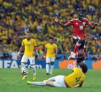 FORTALEZA - BRASIL -04-07-2014. Adrian Ramos (#19) jugador de Colombia (COL) disputa un balón con David Luiz (#4) jugador de Brasil (BRA) durante partido de los cuartos de final por la Copa Mundial de la FIFA Brasil 2014 jugado en el estadio Castelao de Fortaleza./ Adrian Ramos (#19)player of Colombia (COL) fights the ball with David Luiz (#4) player of Brazil (BRA) during the match of the Quarter Finals for the 2014 FIFA World Cup Brazil played at Castelao stadium in Fortaleza. Photo: VizzorImage / Alfredo Gutiérrez / Contribuidor