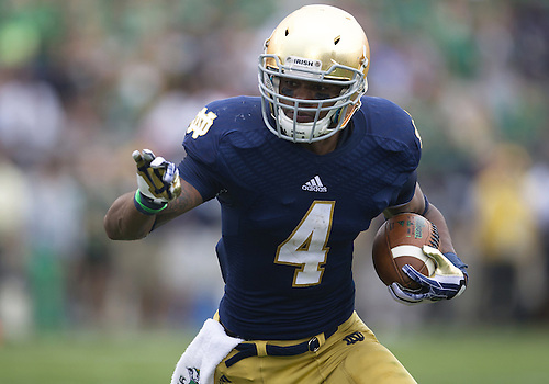 August 31, 2013:  Notre Dame running back George Atkinson III (4) runs for yardage during NCAA Football game action between the Notre Dame Fighting Irish and the Temple Owls at Notre Dame Stadium in South Bend, Indiana.  Notre Dame defeated Temple 28-6.