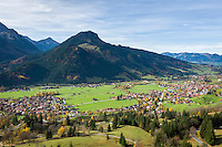 Germany, Bavaria, Swabia, Upper Allgaeu, resort Bad Hindelang (right) and district Bad Oberdorf (left) with Imberger Horn mountain (1.656 m) | Deutschland, Bayern, Schwaben, Oberallgaeu, Bad Hindelang (rechts) und Ortsteil Bad Oberdorf (links) vorm Imberger Horn (1.656 m)