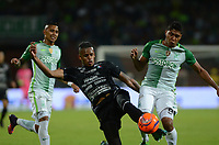 MEDELLIN-COLOMBIA- 29-04-2017. Acción de juego entre el  Atlético Nacional y   el Once Caldas   durante encuentro  por la fecha 15 de la Liga Aguila I 2017 disputado en el estadio Atanasio Girardot./ Action game between  Atletico Nacional and  Once Caldas during match for the date 15 of the Aguila League I 2017 played at Atanasio Girardot stadium . Photo:VizzorImage / León Monsalve / Contribuidor