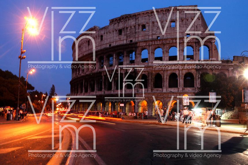 ROMA-ITALIA- 12-09-2004. Coliseo Romano en Roma, Italia, septiembre 12 de 2004. Roman Colisseum in Rome Italy on September 12, 2004. (Photo: VizzorImage/Luis Ramirez)...............