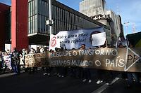 SAO PAULO - SP - 22 DE JUNHO DE 2013 - MANIFESTAÇÃO CONTR A PEC-37, reuniu milhares de pessoas na tarde deste sabado (22), na Av Paulista, que rumram em direção ao Ministério público no centro da capital. A manifestação contou com o apoio de outors grupos. FOTO: MAURICIO CAMARGO / BRAZIL PHOTO PRESS.