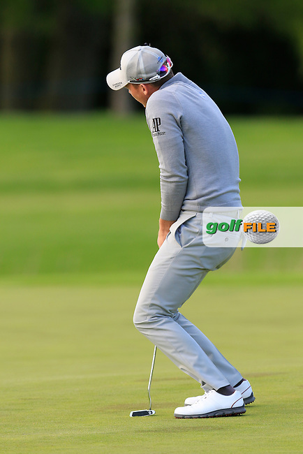 Danny Willett (ENG) misses his eagle putt on the 18th green during Thursday's Round 1 of the 2016 Dubai Duty Free Irish Open hosted by Rory Foundation held at the K Club, Straffan, Co.Kildare, Ireland. 19th May 2016.<br /> Picture: Eoin Clarke | Golffile<br /> <br /> <br /> All photos usage must carry mandatory copyright credit (&copy; Golffile | Eoin Clarke)