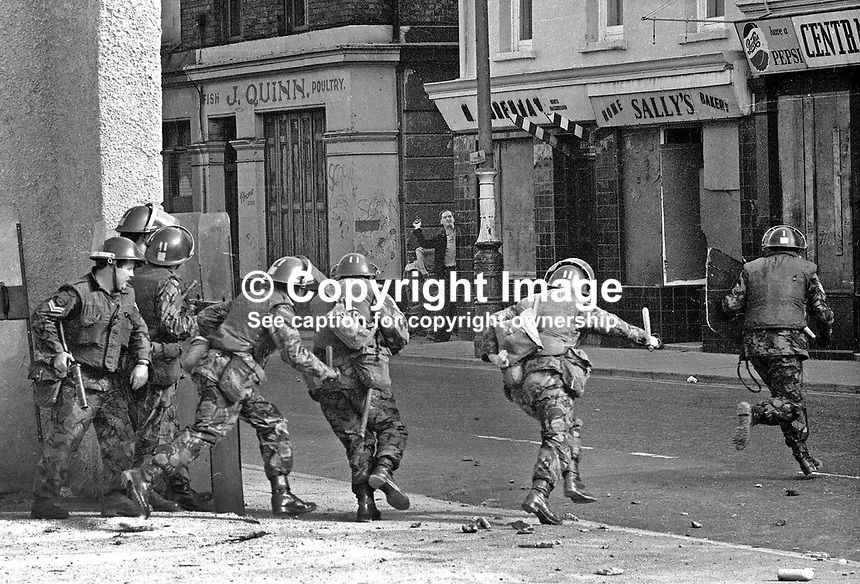 British military snatch squad in operation in William Street, Londonderry, N Ireland, UK during the Battle of the Bogside in August 1969. 19690800222.<br /> <br /> Copyright Image from Victor Patterson, 54 Dorchester Park, Belfast, UK, BT9 6RJ<br /> <br /> t1: +44 28 9066 1296 (from Rep of Ireland 048 9066 1296)<br /> t2: +44 28 9002 2446 (from Rep of Ireland 048 9002 2446)<br /> m: +44 7802 353836<br /> <br /> e1: victorpatterson@me.com<br /> e2: victorpatterson@gmail.com<br /> <br /> The use of my copyright images is subject to my Terms &amp; Conditions.<br /> <br /> It is IMPORTANT that you familiarise yourself with them. They are available on my website at www.victorpatterson.com.<br /> <br /> None of my copyright images may be used on a website unless they are visibly watermarked, i.e. &copy; Victor Patterson within the body of the visible image. Metadata denoting my copyright must NOT be deleted. <br /> <br /> Web use (maximum size - 300 kb) is extra at currently recommended NUJ rates.