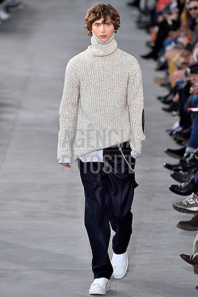 Louis Vuitton<br /> <br /> Paris Masculino - Inverno 2017<br /> <br /> <br /> foto: FOTOSITE