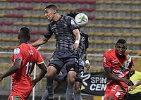 BOGOTA - COLOMBIA, 12-03-2020: Juan Pablo Vacca del Tigres disputa el balón con Duvan Viafara de Cortuluá durante partido entre Tigres F.C. y Cortuluá por la fecha 7 del Torneo BetPlay DIMAYOR I 2020 jugado en el estadio Metropolitano de Techo de la ciudad de Bogotá. / Juan Pablo Vacca of Tigres vies for the ball with Duvan Viafara of Cortulua during match between Tigres F.C. and Cortulua for the date 7 as part of BetPlay DIMAYOR Tournament I 2020 played at Metropolitano de Techo stadium in Bogota city. Photo: VizzorImage / Gabriel Aponte / Staff