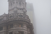 BUENOS AIRES, ARGERTINA, 05 DE MAIO 2012 - NEVUEIRO BUENOS AIRES - Final de tarde de sabado com muito nevoeiro em Buenos Aires capital da Argentina. FOTO: PATRICIO MURPHY - BRAZIL PHOTO PRESS.