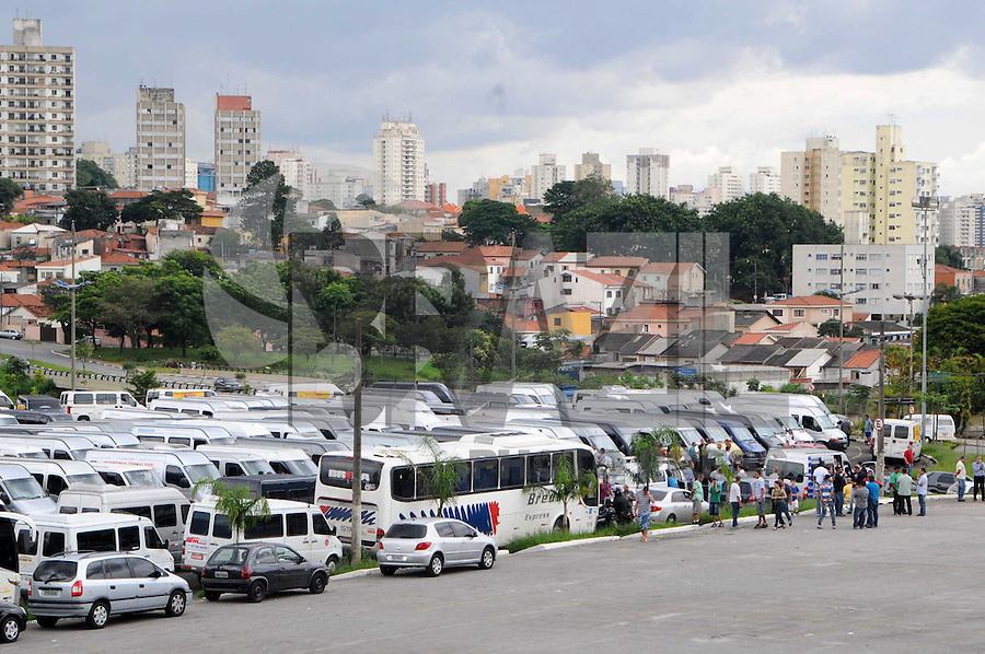 SAO PAULO, SP, 18 JANEIRO 2012 - MANIFESTAÇÃO DAS VANS - Manifestacao das Vans na Av Bandeirantes sentido Palacio dos Bandeirantes na tarde dessa quarta-feira. (FOTO: ADRIANO LIMA - NEWS FREE)