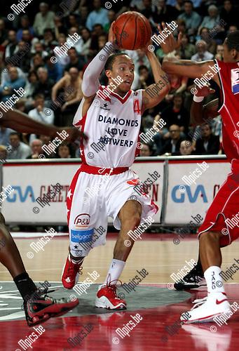 2009-05-19 / Basketbal / Antwerp Giants - Luik / Timothy Black (Antwerp) snijdt door de Luikse verdediging..Foto: Maarten Straetemans (SMB)