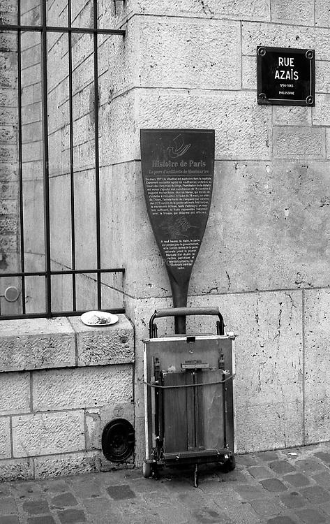 06.2009 Paris (&icirc;le de france)<br /> <br /> Montmartre rue Azais.<br /> <br /> Montmartre Azais street.