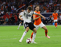 Thomas Mueller (Deutschland Germany) zieht ab gegen Daley Blind (Niederlande) - 13.10.2018: Niederlande vs. Deutschland, 3. Spieltag UEFA Nations League, Johann Cruijff Arena Amsterdam, DISCLAIMER: DFB regulations prohibit any use of photographs as image sequences and/or quasi-video.