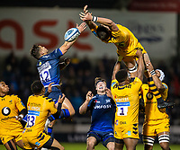 8th November 2019; AJ Bell Stadium, Salford, Lancashire, England; English Premiership Rugby, Sale Sharks versus Coventry Wasps; Charlie Matthews of Wasps leans back in a lineout - Editorial Use