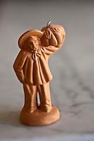 Europe/France/Provence-Alpes-Côte d'Azur/84/Vaucluse/Lubéron/Cavaillon: santons de Provence sur le thème du Melon de Cavaillon, de la collection de de Jean-Jacques Prévôt, restaurant: Prévôt