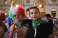 01/07/2012 Finale dei campionati europei di calcio 2012  Italia - Spagna: delusione dei tifosi in piazza a Torino. Primo piano di due giovani tifosi, uno ha una parrucca con i colori della bandiera italiana e l'altro ha la bandiera al collo.