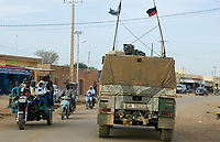 MALI, Gao, Minusma UN mission, german army Bundeswehr on patrol with Eagle armored vehicle in Gao city / Deutsche Bundeswehr UN Mission Minusma in Mali, Patrouille mit gepanzertem Fahrzeug Eagle Mowag  in Gao
