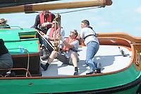 ZEILEN: ECHTENERBRUG: 08-08-2013, IFKS Sk&ucirc;tsjesilen, A klasse Groot, schipper Arend Wisse de Boer met het Sk&ucirc;tsje De Twee Gebroeders, <br /> &copy;foto Martin de Jong