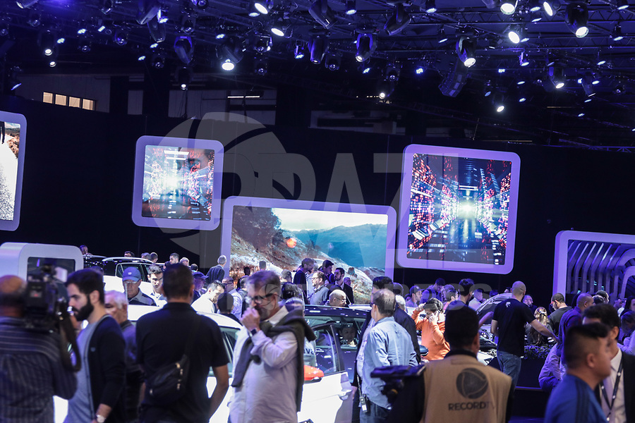 S&Atilde;O PAULO, 08.11.2018  - SALAO DO AUTOMOVEL  - Movimenta&ccedil;&atilde;o do p&uacute;blico durante o primeiro dia da  30&ordf; edi&ccedil;&atilde;o do Sal&atilde;o do Autom&oacute;vel nesta quinta-feira (08) no S&atilde;o Paulo Expo, zona sul da capital paulista.<br /> (Foto: Fabricio Bomjardim / Brazil Photo Press)