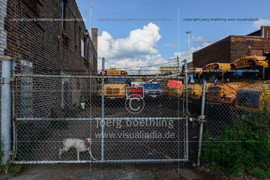 USA Chicago, south side of Chicago, Washington Park, afroamerican quarter with violence and criminal youth gangs, fenced and dog secured school bus depot /afroamerikanisches Problemviertel mit Jugendgangs und hoher Kriminalitaet, Schulbus Deport