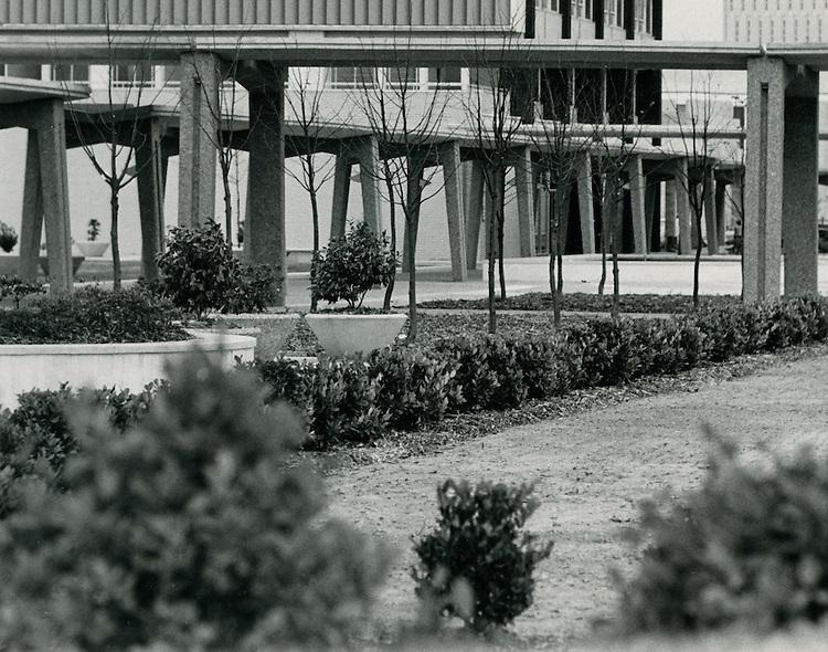 1963 November 12..Historical...Downtown North (R-8)..Downtown Financial District...NEG#.NRHA# 1027-C..