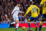 Marco Asensio Willemsen of Real Madrid (L) fights for the ball with Alberto Aquilani of UD Las Palmas (R) during the La Liga 2017-18 match between Real Madrid and UD Las Palmas at Estadio Santiago Bernabeu on November 05 2017 in Madrid, Spain. Photo by Diego Gonzalez / Power Sport Images