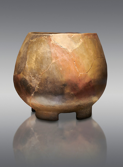 Neolithic terracotta cook pot. 6000 BC. Catalhoyuk Collections. Museum of Anatolian Civilisations, Ankara