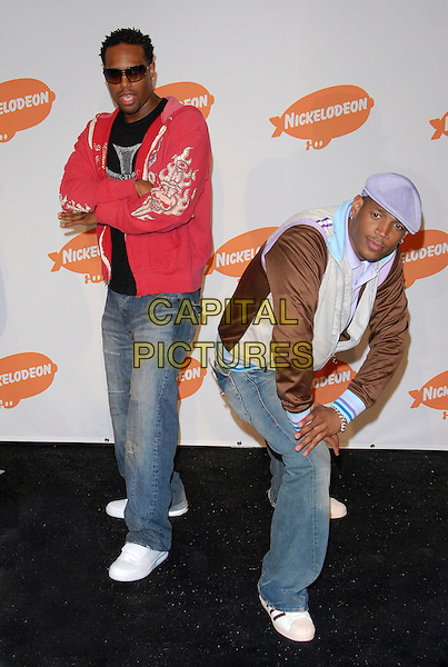 SHAWN WAYLONS & MARLON WAYLONS.Pressroom at The Nickelodeon's 19th Annual Kids' Choice Awards held at UCLA's Pauley Pavilion in Westwood, California, USA, April 1st 2006..full length.Ref: DVS.www.capitalpictures.com.sales@capitalpictures.com.©Debbie VanStory/Capital Pictures