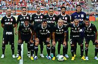 ATENÇÃO EDITOR: FOTO EMBARGADA PARA VEÍCULOS INTERNACIONAIS - SÃO PAULO, SP, 02 DE DEZEMBRO DE 2012 - CAMPEONATO BRASILEIRO - SÃO PAULO x CORINTHIANS: Time do Corinthians durante partida São Paulo x Corinthians válida pela 38ª rodada do Campeonato Brasileiro de 2012 no Estádio do Pacaembu. FOTO: LEVI BIANCO - BRAZIL PHOTO PRESS