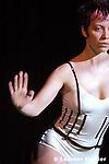 Première les 7, 8 et 9 mars 2005 au Centre national de la danse - Pantin...It can all begin again..Duration: 28 min.choreography/dance : christina Ciupke..Kill the king..Durée : 29 minutes 50 secondes.Chorégraphie et danse : Myriam Gourfink.Musique : Kasper T. Toeplitz.Programmation informatique : Kasper T. Toeplitz.Costume : Kova
