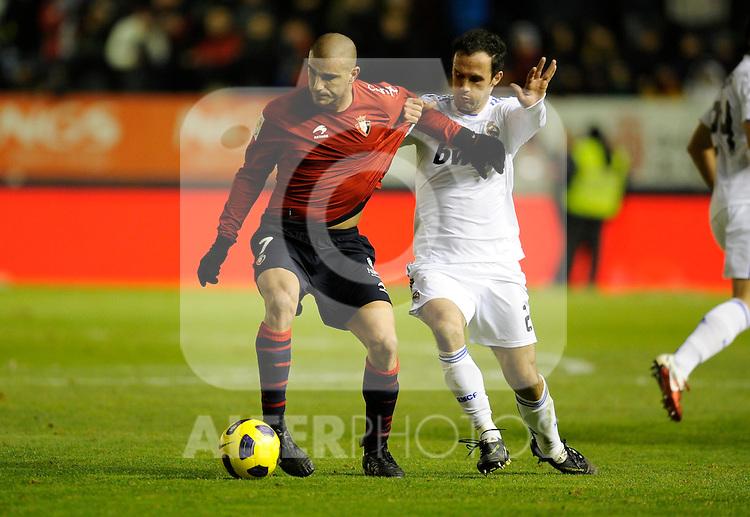 Spanish league match Osasuna vs Real Madrid. Aranda and Carvalho. ..Photo : Ricardo Ordonez / ALFAQUI.
