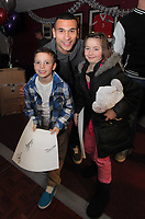 Pictured:  Stephen Caulker (C) with two young supporters. Thursday 15 December 2011<br />