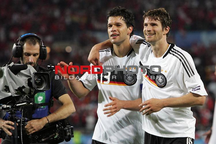 UEFA Euro 2008 Group B Match 20 Wien - Ernst-Happel-Stadion. &Ouml;sterreich ( AUT ) - Deutschland ( GER ) 1:0. <br /> Der Torsch&uuml;tze Michael Ballack ( Germany / Mittelfeldspieler / Midfielder / Chelsea London #13 )  (l) und Arne Friedrich ( Germany / Verteidiger / Defender / Hertha #03 ) freuen sich nach Spielschlu&szlig; &uuml;ber den 1:0 Sieg.<br /> Foto &copy; nph (  nordphoto  )