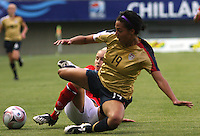 Chill·n, Chile: Americanís  midfielder,  Sydney Leroux goes for the ball along with Stephanie Houghton England¥s team, during the  quarters-finals match, of the Fifa U-20 Womens World Cup the at Nelson Oyarz˙n stadium in Chill·n, on November 30, 2008. Photo by Grosnia / ISIphotos.com