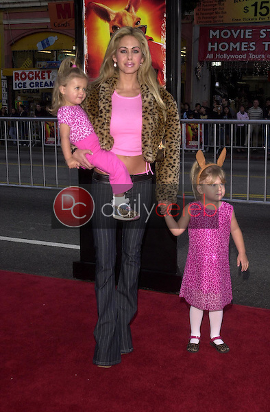 Shauna Sand and daughters
