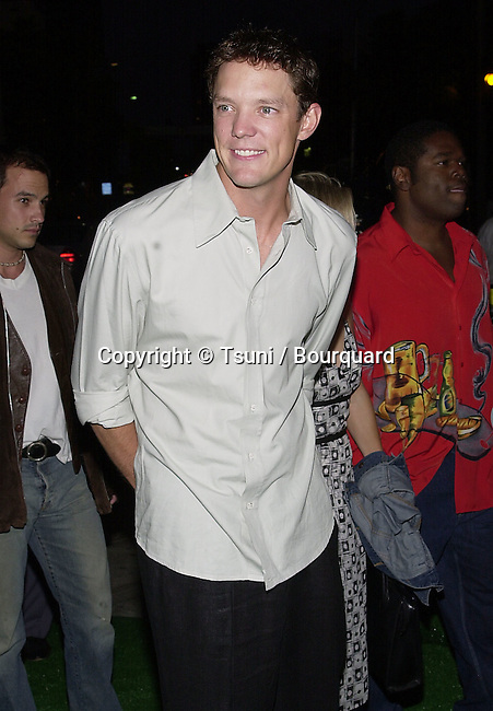 Matthew Lillard arriving at the premiere of Summer Catch at the Mann Village Theatre in Los Angeles. August 22, 2001. © Tsuni          -            LillardMatthew01.jpg