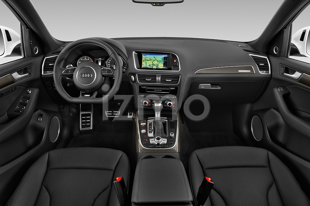 Stock photo of straight dashboard view of 2015 Audi SQ5 quattro tiptronic Premium 5 Door SUV
