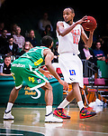 S&ouml;dert&auml;lje 2014-10-11 Basket Basketligan S&ouml;dert&auml;lje Kings - Ume&aring; BSKT :  <br /> Ume&aring;s Egal Saleman i kamp om bollen med S&ouml;dert&auml;lje Kings Vincent Simpson <br /> (Foto: Kenta J&ouml;nsson) Nyckelord:  S&ouml;dert&auml;lje Kings SBBK Basket Basketligan T&auml;ljehallen Ume&aring; BSKT