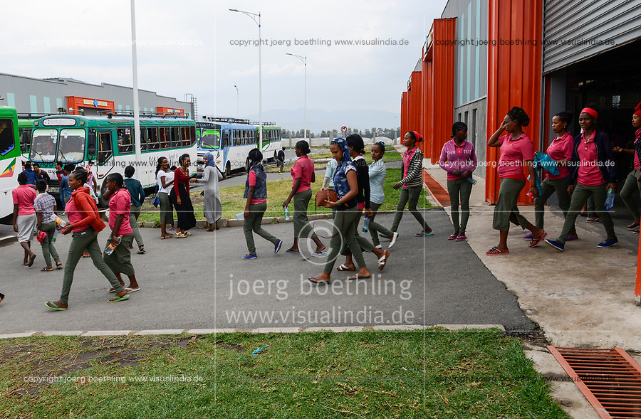 ETHIOPIA , Southern Nations, Hawassa or Awasa, Hawassa Industrial Park, chinese-built for the ethiopian government to attract foreign investors with low rent and tax free to establish a textile industry and create thousands of new jobs, taiwanese company Everest Textile Co. Ltd. , women go home by company hired buses after work / AETHIOPIEN, Hawassa, Industriepark, gebaut durch chinesische Firmen fuer die ethiopische Regierung um die Hallen fuer Textilbetriebe von Investoren zu vermieten, taiwanesische Firma Everest Textile Co. Ltd., Frauen werden mit Bussen nach der Arbeit nach Hause gefahren