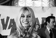 December 16th, 1965. New York City, Hotel Plaza. Brigitte Bardot arrived to New York with Jeanne Moreau for the promotion of the movie they just finished in Mexico: Viva Maria. They came for a press conference with the movie director Louis Male. Came along Brigitte's boyfriend Bob Zagury.<br /> Le 16 D&eacute;cembre 1965 a l'Hotel Plazza a New York s'est tenu la Conf&eacute;rence de Presse pour la promotion du film Viva Maria qui s'est tourn&eacute; au Mexique. Les deux vedettes Brigitte Bardot qui a r&eacute;pondu aux questions concernant le film et Jeanne Moreau &eacute;tait aussi pr&eacute;sente ainsi que le metteur en scene du film: Louis Male.