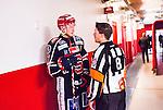 S&ouml;dert&auml;lje 2014-10-23 Ishockey Hockeyallsvenskan S&ouml;dert&auml;lje SK - Malm&ouml; Redhawks :  <br /> S&ouml;dert&auml;ljes Jonas Engstr&ouml;m diskuterar med domare Peter Lyth i korridoren till omkl&auml;dningsrummet efter matchen mellan S&ouml;dert&auml;lje SK och Malm&ouml; Redhawks <br /> (Foto: Kenta J&ouml;nsson) Nyckelord: Axa Sports Center Hockey Ishockey S&ouml;dert&auml;lje SK SSK Malm&ouml; Redhawks diskutera argumentera diskussion argumentation argument discuss domare referee ref