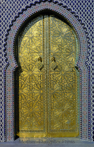 Islamic art: Doorway carved in gold with surrounding mosaic tile pattern, Morrocco