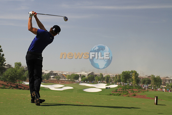 Camilo Villegas tees off on the par3 4th hole during  Day 3 at the Dubai World Championship Golf in Jumeirah, Earth Course, Golf Estates, Dubai  UAE, 21st November 2009 (Photo by Eoin Clarke/GOLFFILE)