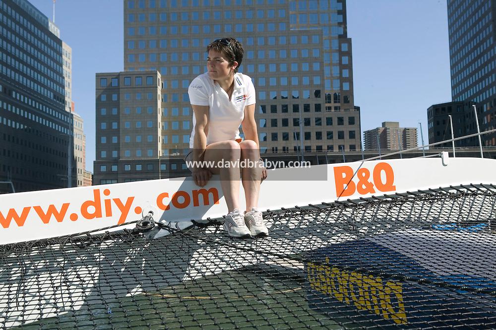 24 August 2005 - New York City - Séance photo avec la navigatrice britannique Ellen MacArthur en standby à New York, USA, mercredi 24 aouût 2005, dans l'attente d'une météo favorable à sa tentative de battre le record de traversée de l'Atlantique en solitaire actuellement détenu par le français Francis Joyon.