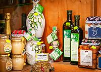 Italien, Kampanien, Sorrentinische Halbinsel, Amalfikueste, Amalfi: lokale Spezialitaeten - Honig, Oliven, Olivenoel | Italy, Campania, Sorrento Peninsula, Amalfi Coast, Amalfi: local specialities - honey, olives, olive oil,