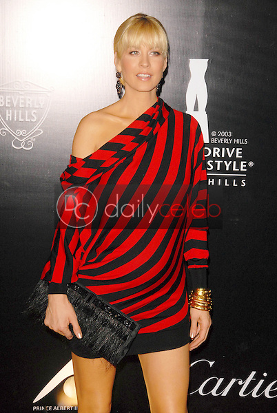 Jenna Elfman<br />at the 2009 Rodeo Drive Walk of Style Award Gala. Rodeo Drive, Beverly Hills, CA. 10-22-09<br />Dave Edwards/DailyCeleb.com 818-249-4998